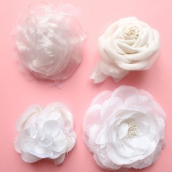 Fleurs blanches broches