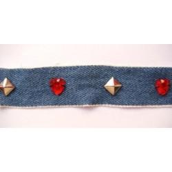 Jeans et perles rouges